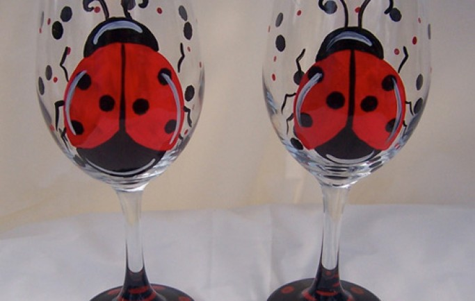 Nâng tầm giá trị nhà bạn cùng với những chiếc ly rượu vang được vẽ tay cực đẹp (P1)