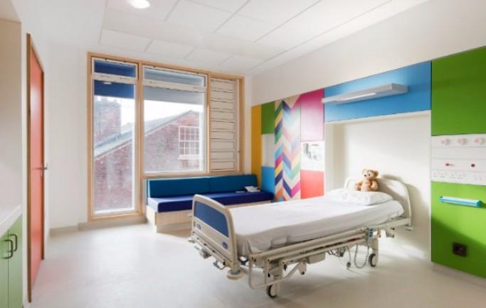 Nhà thiết kế Morag Myerscough làm bừng sáng những căn phòng tại bệnh viện dành cho thiếu nhi