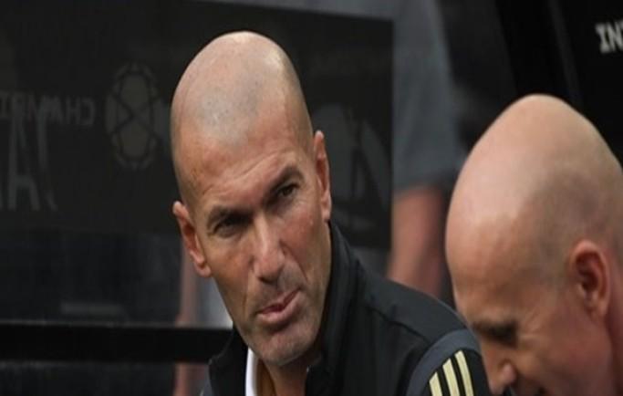 Vì một lý do, Zidane tiu nghỉu trong ngày đội nhà đả bại Arsenal