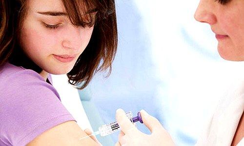 Tiêm phòng ung thư cổ tử cung có phản ứng phụ không?